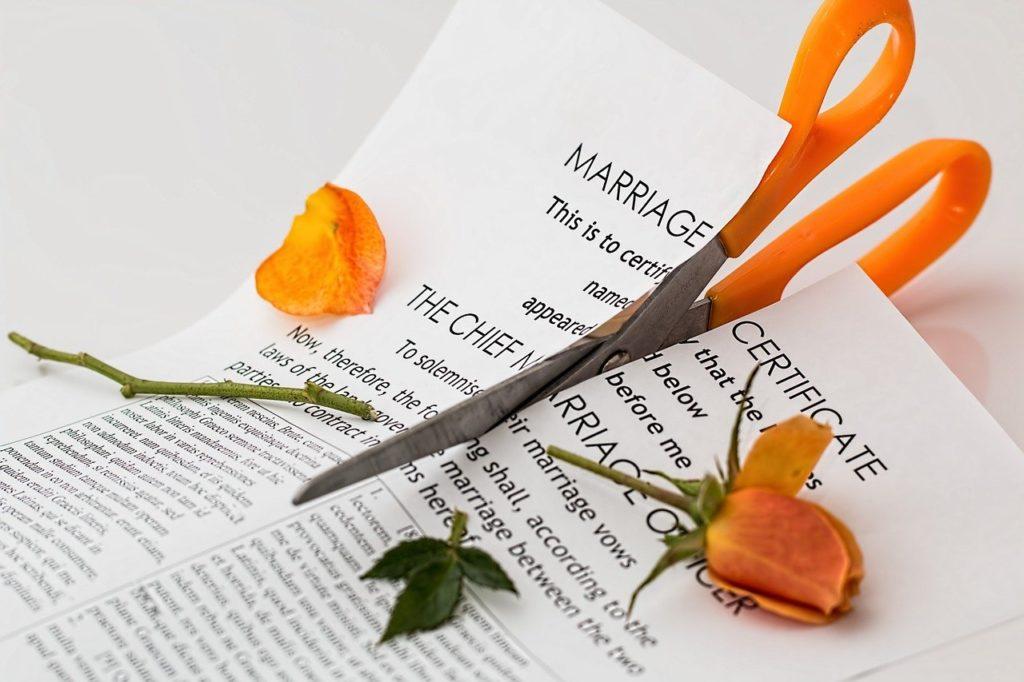 תעודת נישואין קרועה